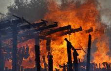 Tânăr de 21 de ani cercetat după ce a dat foc intenţionat la o gospodărie