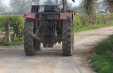 Prins în localitatea de frontieră Ştefăneşti, la volanul unui tractor fără permis de conducere