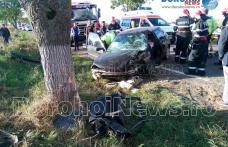 Grav accident între Văculești și Brăești! Femeie rămasă încarcerată după ce o mașină s-a izbit într-un copac - FOTO