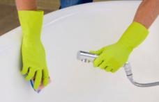 Modul simplu de a elimina petele și a dezinfecta cada și dușul