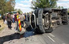 Microbuz cu ruta Dorohoi - Constanța implicat într-un accident cu cinci victime - FOTO