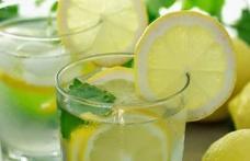 Câteva motive să bei apă cu lămâie în fiecare dimineață