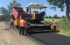 Se toarnă asfalt pe drumurile județene Manoleasa – Zahoreni – Borolea și Corlăteni – Dimăcheni
