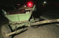Căruță nesemnalizată spulberată de un șofer neatent. Conducătorul auto era băut şi a fugit de la locul accidentului