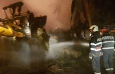Incendiu uriaș la Carasa! Pompierii dorohoieni luptă de peste șase ore cu focul - FOTO