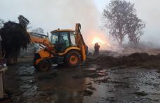 Incendiu de la Carasa stins după 11 ore. Flăcările au distrus hrana necesară pe timpul iernii pentru 60 de bovine