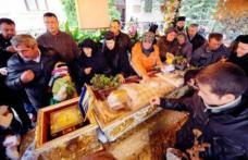 Tradiţii și obiceiuri de Sfânta Parascheva: Ce NU ai voie să faci în această zi. BLESTEMUL moaştelor