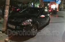 Accident în Dorohoi! Impact între două autoturisme și stâlp rupt în urma neatenției - FOTO
