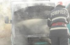 O mașină a luat foc din mers. Şoferul se îndrepta spre municipiul Botoşani - FOTO