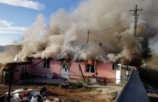 Clipe de groază pentru o familie: Casă distrusă de flăcări, proprietara a suferit un atac de panică – FOTO | VIDEO