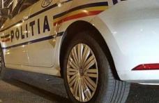 Tânăr fără permis de conducere reţinut de poliţişti după ce a provocat un accident cu mașina pe care a furat-o dintr-o spălătorie
