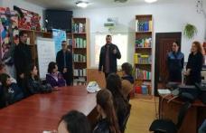 Poliţiştii botoşăneni alături de elevii Liceului Teoretic Dr. Mihai Ciucă din Săveni în Săptămâna Altfel