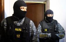 Percheziţie domiciliară efectuată de poliţiştii economici: Ce au descoperit mascaţii în casa scotocită