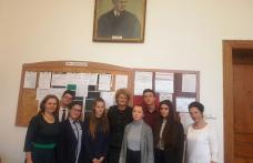 """Olimpici ai Colegiului Național """"Grigore Ghica"""" Dorohoi invitați la Palatul Parlamentului - FOTO"""