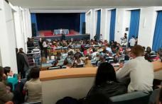 """Seminariștii dorohoieni, participanți la Conferința """"Răbdarea, virtute prigonită în zilele noastre"""" - FOTO"""