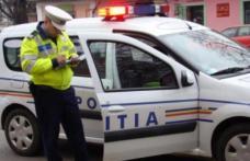 ACCIDENT: Un șofer beat a ratat un viraj la dreapta și a lovit o mașină parcată
