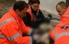 Angajatul unei firme din Botoșani a ajuns la spital după ce a căzut de pe scară în timp ce fixa un cablu