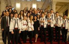 """""""O zi în Parlamentul României"""" - Premiu Special oferit elevilor dorohoieni - FOTO"""
