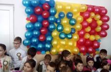 Elevii Școlii Gimnaziale nr.1 Văculești și-au arătat dragostea de țară îmbrăcând portul popular de Ziua Naţională - FOTO