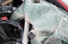 Accident grav în Suceava, după ce un microbuz s-a ciocnit frontal cu un autoturism. Sunt nouă victime