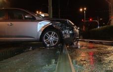 Dublu impact pe o stradă din Dorohoi. O șoferiță a lovit două mașini parcate apoi a abandonat autoturismul blocând o stradă