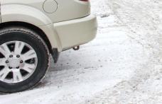 Accident cu victimă la Cătămărăști Deal. Un camion a ajuns în șanț iar șoferul unui taxi la spital
