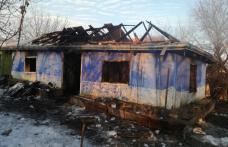 Moarte cruntă: Femeie decedată într-o casă distrusă de incendiu