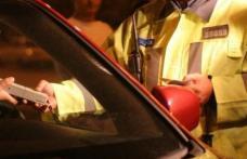 """Un șofer cu """"alcool la bord"""" și altul fără permis, depistați și """"taxați"""" de polițiștii din Botoșani"""