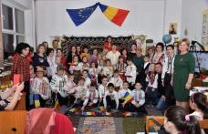 """""""Micii românași"""" șezătoare tradițională prezentată de elevii clasei I """"Step by Step"""" de la Școala """"Al. I. Cuza"""" Dorohoi - FOTO"""