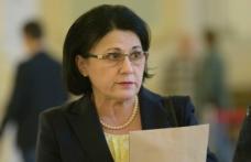 """Ecaterina Andronescu: """"Vom avea în fiecare sală de clasă o tablă inteligentă și un laptop pe catedră"""""""