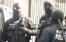 Două mandate de percheziţie domiciliară puse în executare de poliţiştii din Botoșani