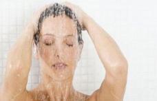 Dușurile lungi și fierbinți îți afectează sănătatea