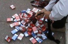 Ţigări de contrabandă confiscate de poliţişti de la un tânăr de 19 ani din zona Pieţei Centrale