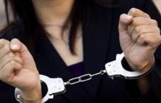 Femeie reținută pentru încălcarea controlului judiciar