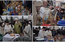 Boboteaza - Ziua când se sfințesc apele: Sute de credincioși din Dorohoi au primit agheasma mare - FOTO