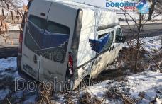Accident la Saucenița! Bărbat rănit după impactul dintre o autoutilitară și un autoturism - FOTO
