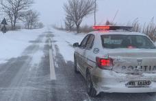Echipați-vă corespunzător autoturismul când circulați pe drumuri acoperite cu zăpadă