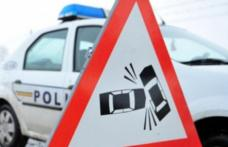 Accident rutier produs din neatenție. Pasagerul dintr-un autoturism a fost rănit