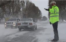 Recomandări ale polițiștilor privind circulația rutieră în condiții de iarnă