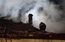 Două familii din Botoșani au rămas fără acoperiș deasupra capului, în plină iarnă!