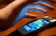 S-a ales cu dosar penal după ce i-a furat unei vânzătoare telefonul mobil