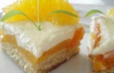 Prăjitură cu fructe și scorțișoară