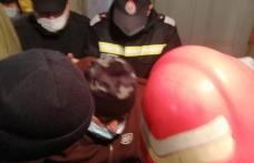Misiune dificilă pentru pompierii botoșăneni! Bărbat de 300 de kilograme transportat la spital