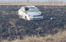 Mașină răsturnată în afara părții carosabile! O fată de 15 ani a ajuns la spital