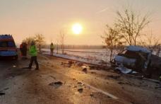 Planul roșu de intervenție activat la Suceava: 2 persoane au murit și 7 sunt grav rănite după ce un microbuz s-a izbit de o autoutilitară!