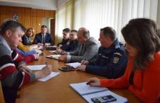 Primari botoşăneni consiliaţi în privinţa modului de evitare a Pestei Porcine în comunităţile pe care le conduc