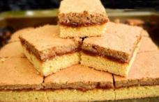Prăjitură cu gem de caise și bezea cu nucă
