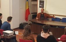 """Întâlnire inedită la Colegiul Național """"Grigore Ghica"""" Dorohoi cu unul dintre cei mai reputați critici de teatru din țară - FOTO"""