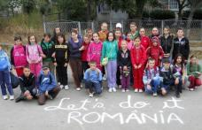 """Elevii școlii generale Cristineşti s-au alăturat voluntarilor - """"Let' s Do It, Romania!"""""""