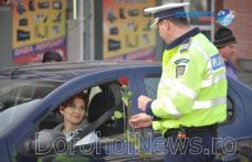 """Conducătoarele auto au fost """"amendate"""" cu flori de Poliția Rutieră Dorohoi – FOTO"""